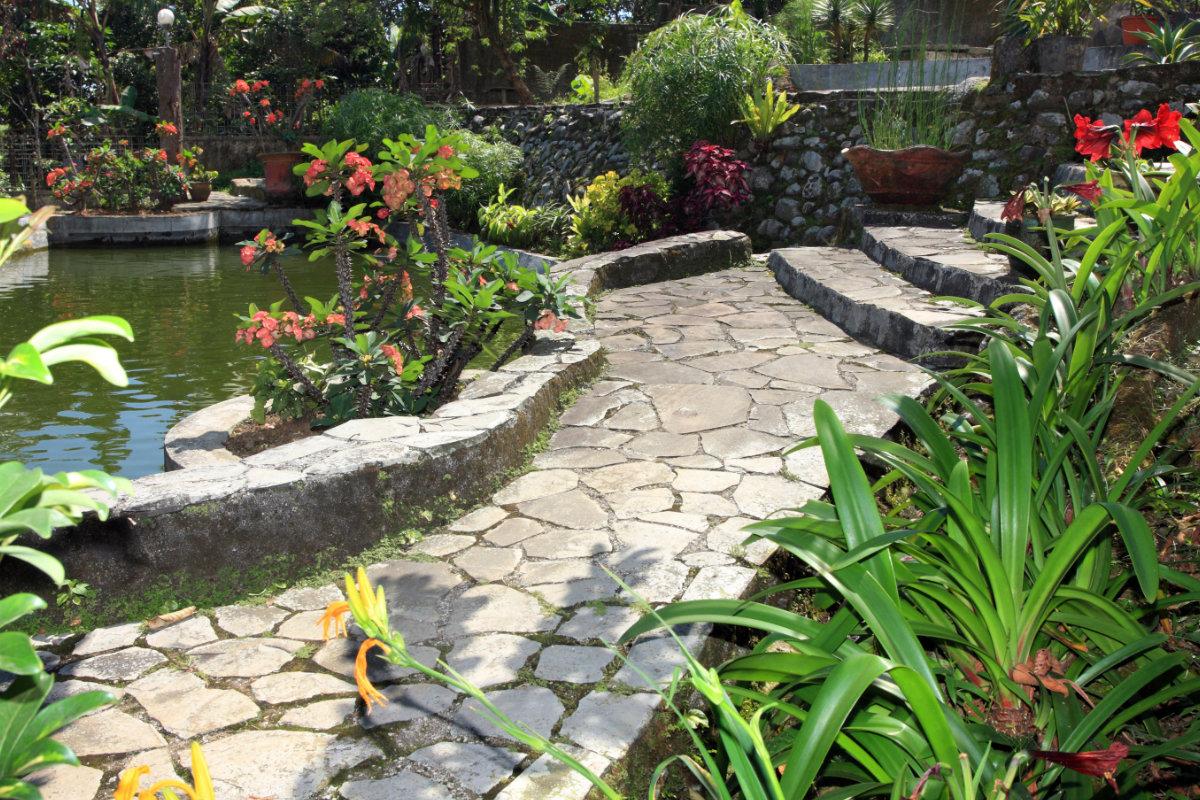 landelijke tuinen met vijver