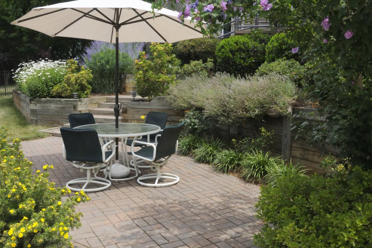 onderhoudsvriendelijke tuin bestrating