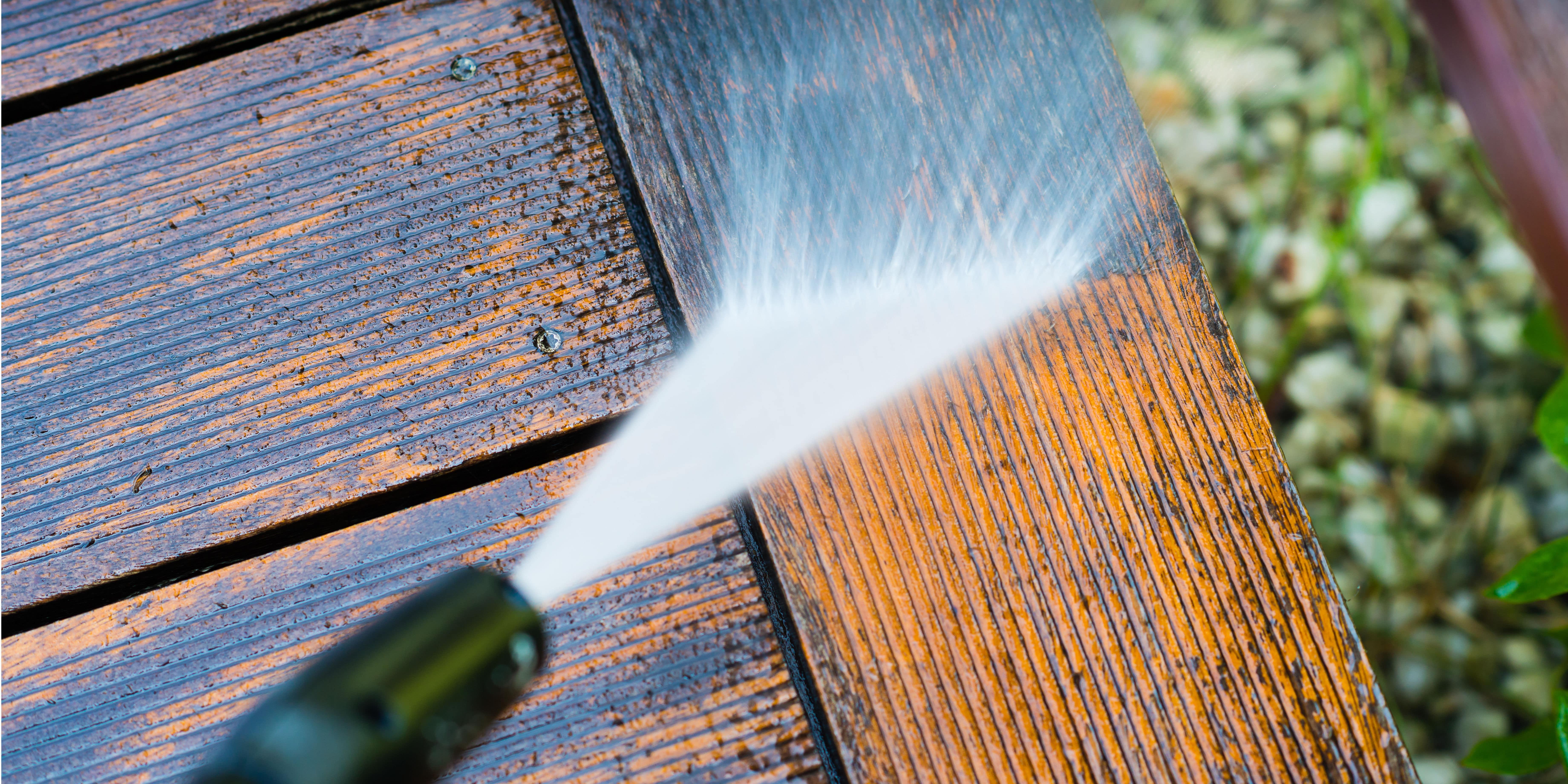 Verwijderen mos terras en oprit